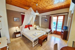triple room alexaria cozy bedroom