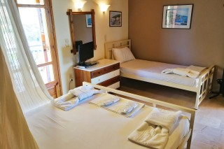 triple room alexaria interior